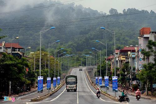 Cảnh quan kỳ vĩ dọc tuyến cao tốc dài nhất Việt Nam - 1