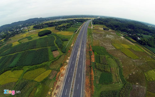 Cảnh quan kỳ vĩ dọc tuyến cao tốc dài nhất Việt Nam - 11