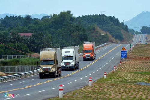 Cảnh quan kỳ vĩ dọc tuyến cao tốc dài nhất Việt Nam - 13