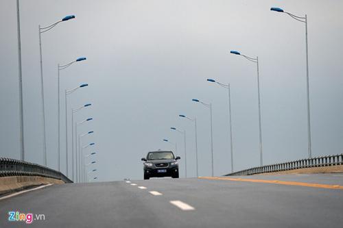 Cảnh quan kỳ vĩ dọc tuyến cao tốc dài nhất Việt Nam - 14