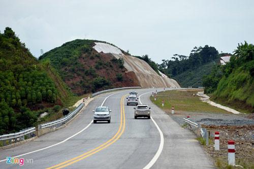 Cảnh quan kỳ vĩ dọc tuyến cao tốc dài nhất Việt Nam - 2