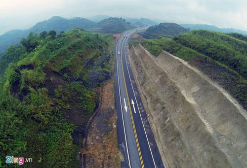 Cảnh quan kỳ vĩ dọc tuyến cao tốc dài nhất Việt Nam - 3