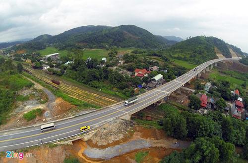 Cảnh quan kỳ vĩ dọc tuyến cao tốc dài nhất Việt Nam - 5