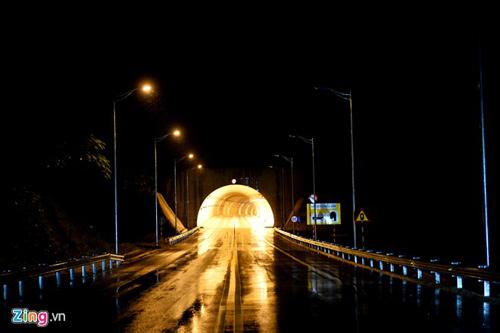 Cảnh quan kỳ vĩ dọc tuyến cao tốc dài nhất Việt Nam - 7