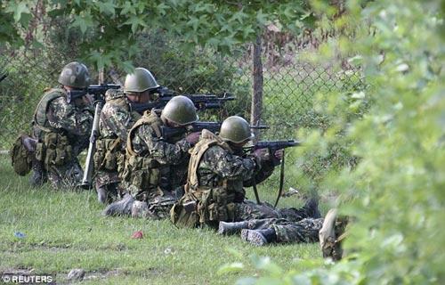 80 binh sĩ Nga thiệt mạng ở miền đông Ukraine? - 1