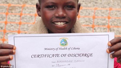 Cậu bé vỡ òa sung sướng khi thoát khỏi bệnh Ebola - 2