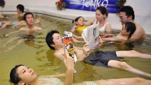 Bơi trong rượu, tắm trong trà ở Nhật Bản - 9
