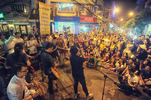 Con gái Thanh Lam và bạn trai tình cảm đi xem ca nhạc - 9