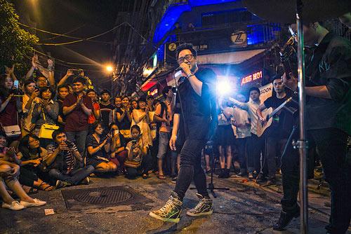 Con gái Thanh Lam và bạn trai tình cảm đi xem ca nhạc - 10