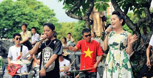 Con gái Thanh Lam và bạn trai tình cảm đi xem ca nhạc - 7
