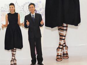 Thanh Hằng gây chú ý với đôi giày lạ