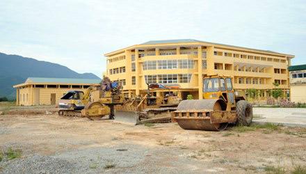 Xây trường gần 200 tỷ đồng, chỉ dạy hơn 100 học sinh - 1