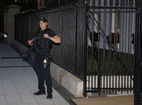 Vì sao Mật vụ Mỹ không nổ súng bắn cựu binh xâm nhập? - 1