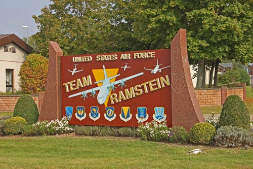 """""""Đột nhập"""" căn cứ không quân lớn nhất của Mỹ ở châu Âu - 1"""
