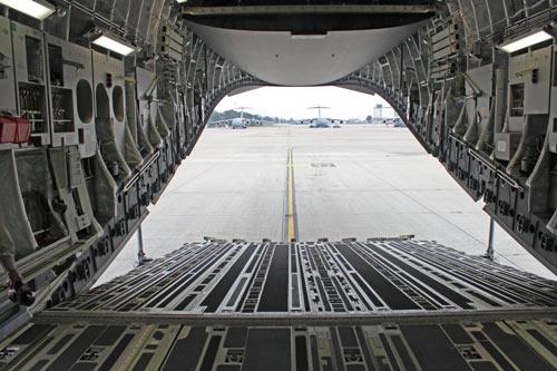 """""""Đột nhập"""" căn cứ không quân lớn nhất của Mỹ ở châu Âu - 15"""