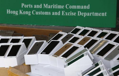 Hong Kong bắt tàu cao tốc chở lậu 138 iPhone 6 - 2