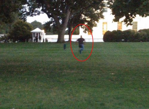"""Kẻ đột nhập Nhà Trắng có cả """"kho vũ khí"""" trong xe - 2"""
