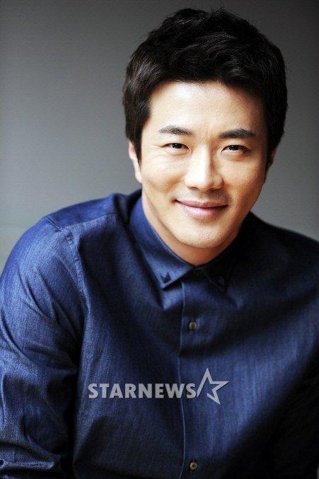 """Kwon Sang Woo """"ra riêng"""", mua tòa nhà 6 triệu đô - 1"""