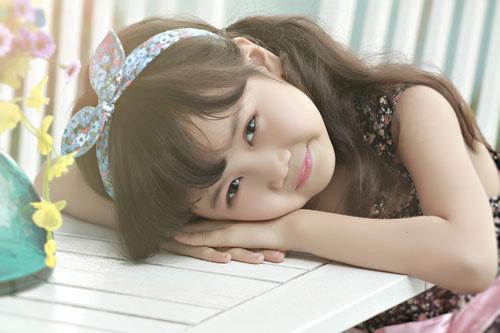 Cô bé 8 tuổi người Việt đạt kỷ lục trên Youtube - 1