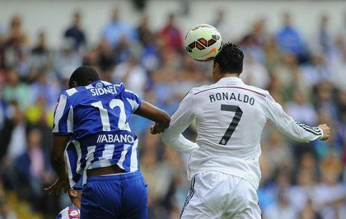 Ronaldo bật cao 2,6m đánh đầu đẹp nhất Liga V4 - 1