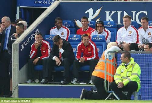 Van Gaal bị cầu thủ chửi: Nội bộ M.U đang rối ren? - 3