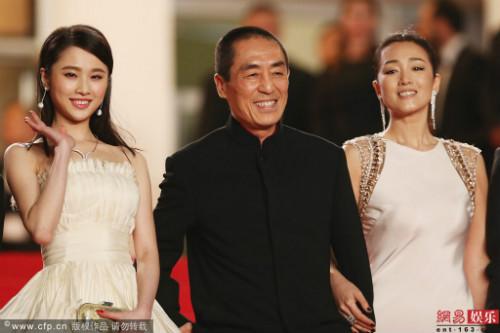 Trương Nghệ Mưu bị tố hẹn hò với mỹ nữ kém 43 tuổi - 2