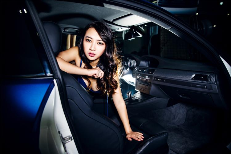 Mỹ nữ điệu đà bên xe sang - 9