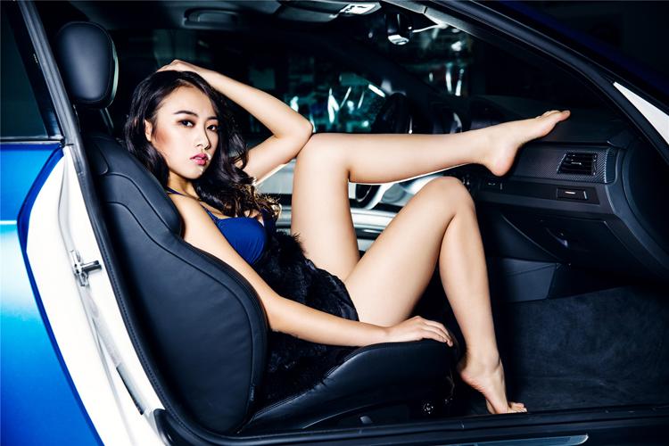Mỹ nữ điệu đà bên xe sang - 10