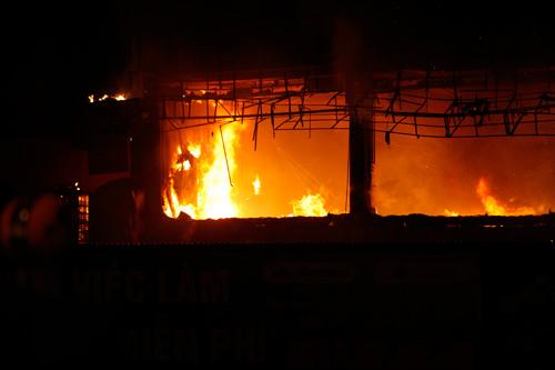 Bar hạng sang bậc nhất Hà thành cháy ngùn ngụt - 3