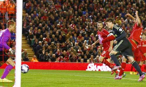"""HLV Rodgers """"tức điên"""" vì hàng thủ Liverpool - 1"""