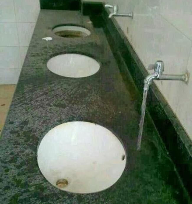 Phải chăng do thiếu kinh phí nên nước không đến được chậu