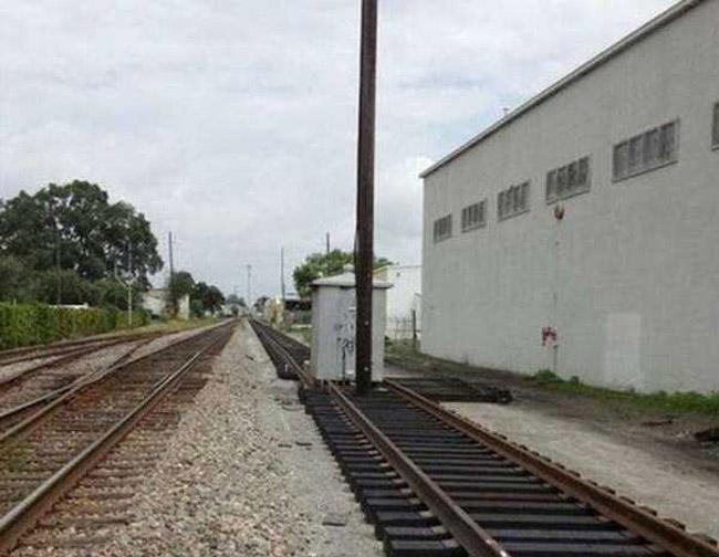 Dựng đường ray này lên để làm gì nhỉ?