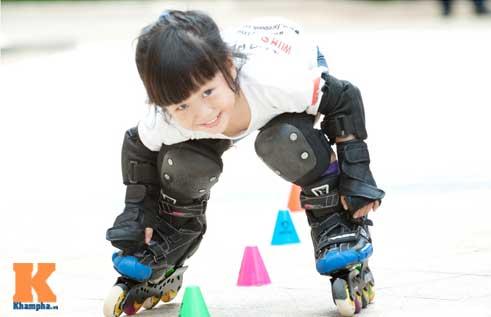"""""""Thiên thần"""" nhí 3 tuổi trượt patin như làm xiếc - 4"""
