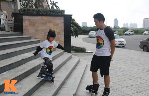 """""""Thiên thần"""" nhí 3 tuổi trượt patin như làm xiếc - 13"""