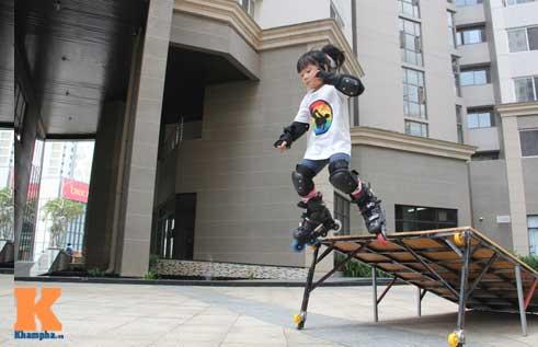 """""""Thiên thần"""" nhí 3 tuổi trượt patin như làm xiếc - 9"""