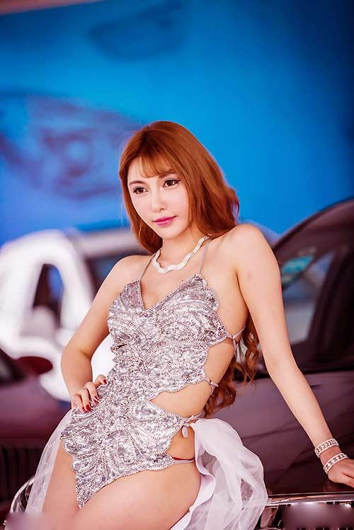 """Vẻ đẹp """"hư hỏng"""" của mẫu xe hơi giàu nhất Trung Quốc - 6"""