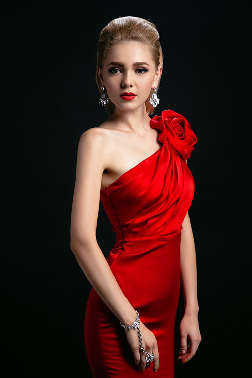 Ngắm những chiếc váy hở lưng siêu gợi cảm mùa này - 5