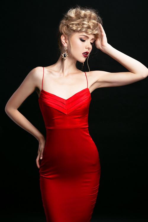 Ngắm những chiếc váy hở lưng siêu gợi cảm mùa này - 11