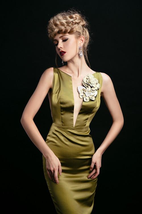 Ngắm những chiếc váy hở lưng siêu gợi cảm mùa này - 2