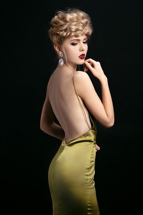 Ngắm những chiếc váy hở lưng siêu gợi cảm mùa này - 3
