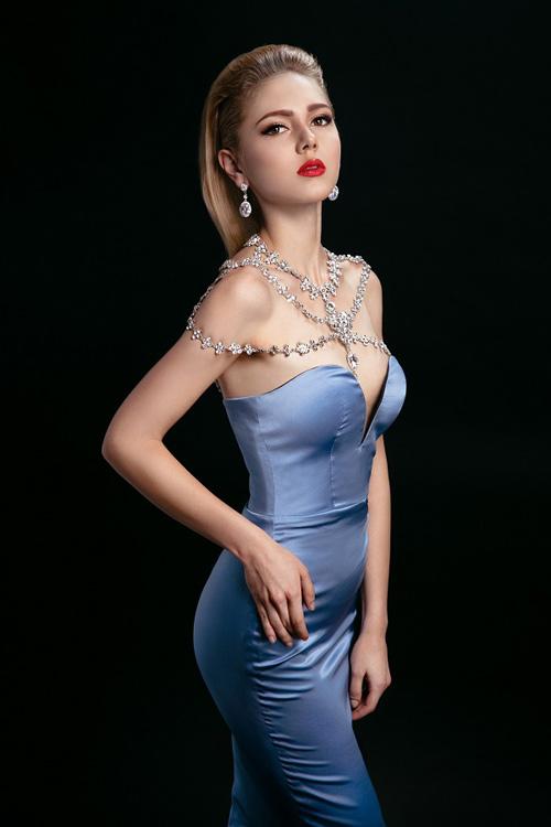 Ngắm những chiếc váy hở lưng siêu gợi cảm mùa này - 4