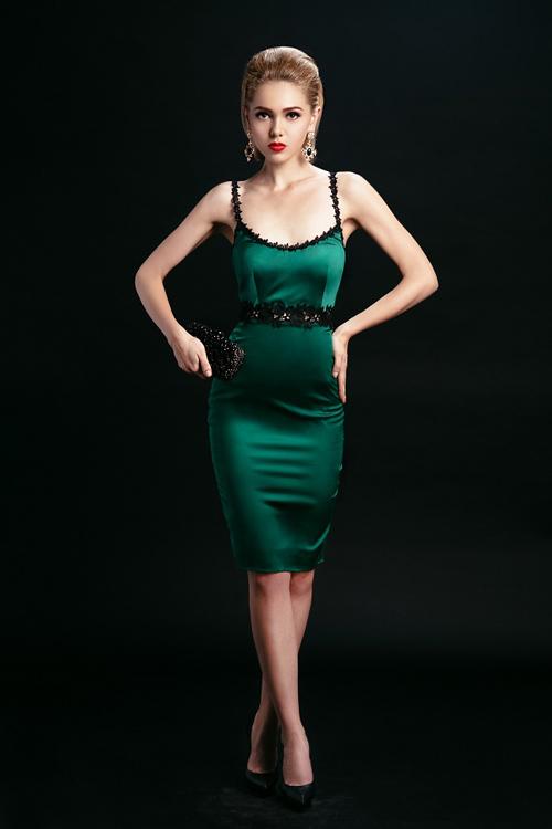 Ngắm những chiếc váy hở lưng siêu gợi cảm mùa này - 1