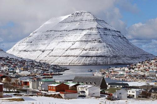 Thành phố xinh đẹp bên ngọn núi hình kim tự tháp - 2