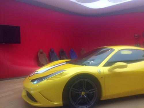 Siêu xe Ferrari 458 Spider Speciale lộ ảnh trần trụi - 2