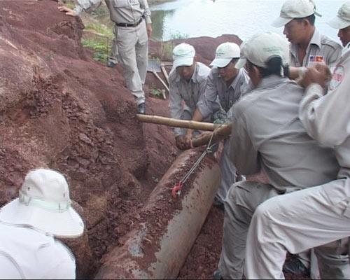 Quảng Trị: Phát hiện quả bom 500kg sau trận mưa lớn - 2