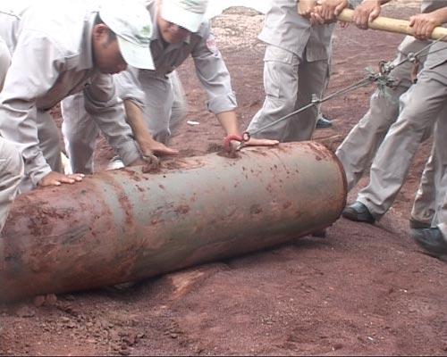 Quảng Trị: Phát hiện quả bom 500kg sau trận mưa lớn - 4