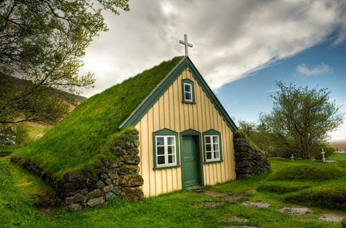 Nhà thờ mái cỏ đẹp như trong cổ tích ở Iceland - 3