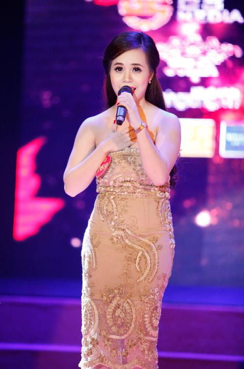 Thí sinh Hoa khôi mặc áo bà ba nhảy dancesport gợi cảm - 5