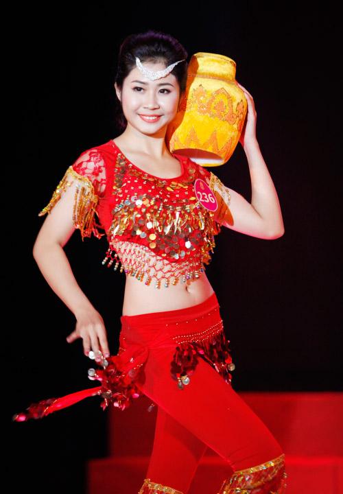 Thí sinh Hoa khôi mặc áo bà ba nhảy dancesport gợi cảm - 8