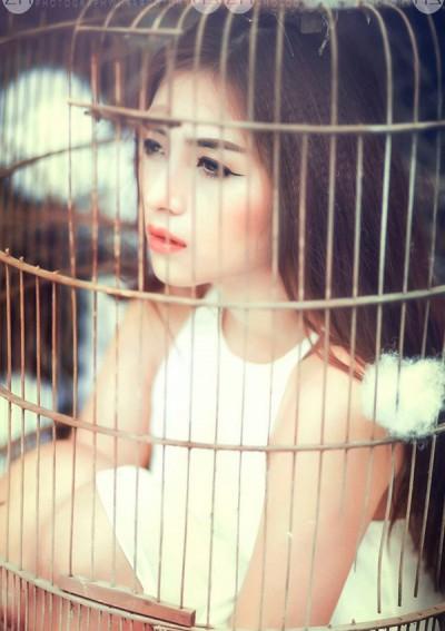 Ngắm cô gái xinh đẹp chụp ảnh trong lồng chim - 2